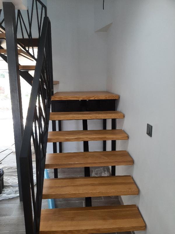 Escalier métal et bois avec garde corps spécifiques sur mesure