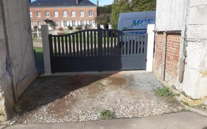 Pose d un portail alu avec piliers acier