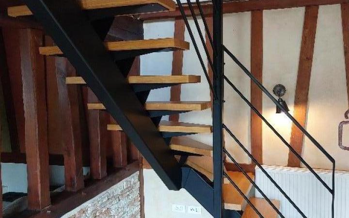 escalier sur mesure métal et bois avec limon central à Frenelle en vexin